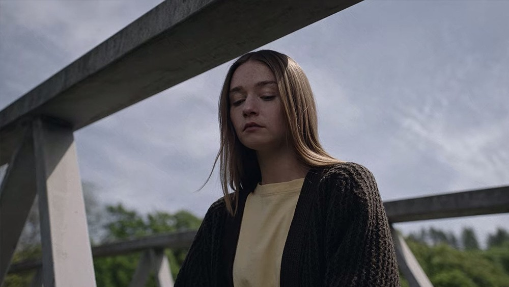 Alyssa (Jessica Barden) at the bridge in 'The End of the F***ing World'