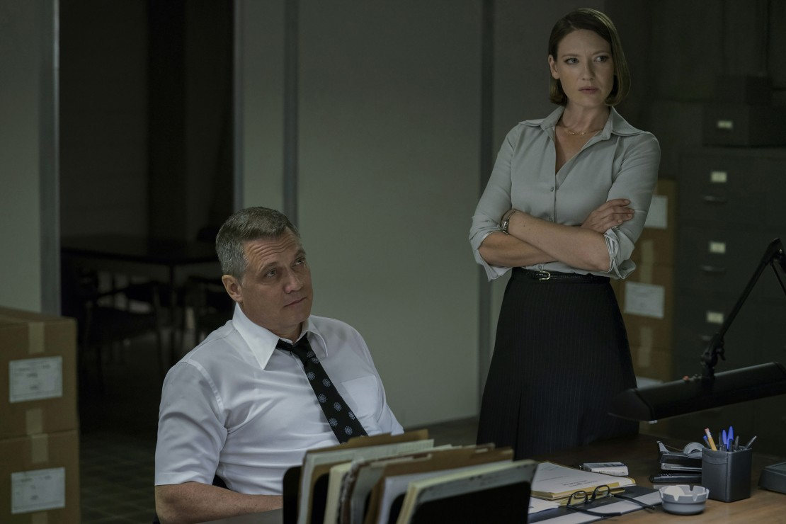 Holt McCallany and Anna Torv in Mindhunter
