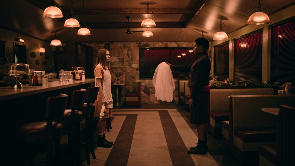 Alyssa (Jessica Barden) and Bonne (Naomi Ackie) in 'The End of the F***ing World'