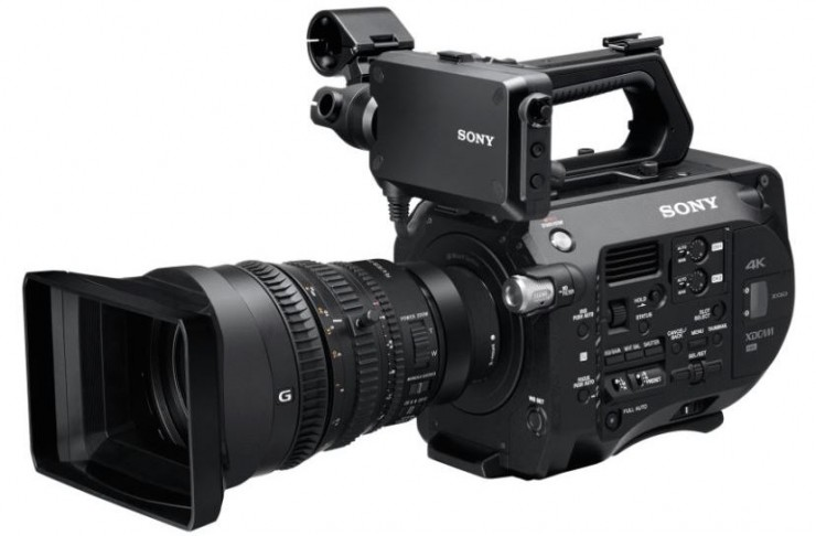 Sony FS7 with 28-135mm F/4