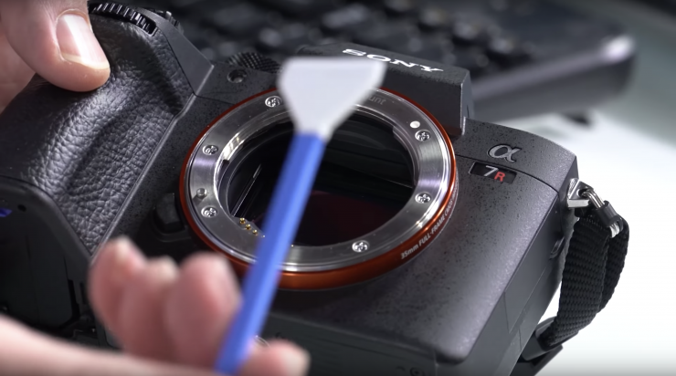 Camera Rocket Blower : What you need to know about cleaning your camera sensor