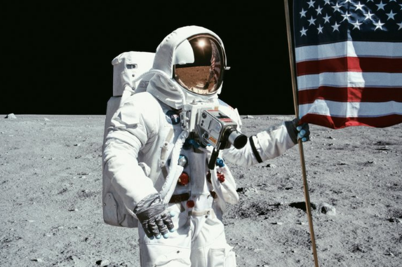 Space-Suit-Costume-Design-Moonwalk