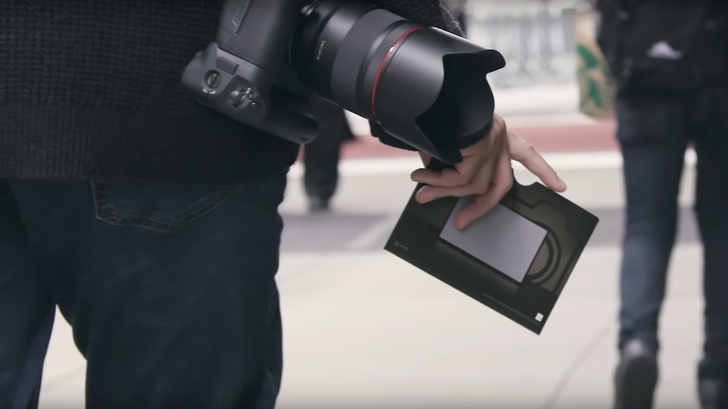 Cinematography Tip: How to Use a Gray Card to Get Proper Exposure