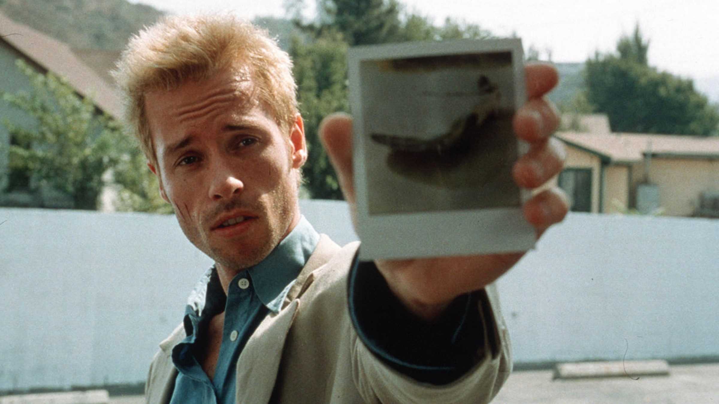 Watch: How Christopher Nolan Crafted the Intricate Backwards Story of ' Memento'