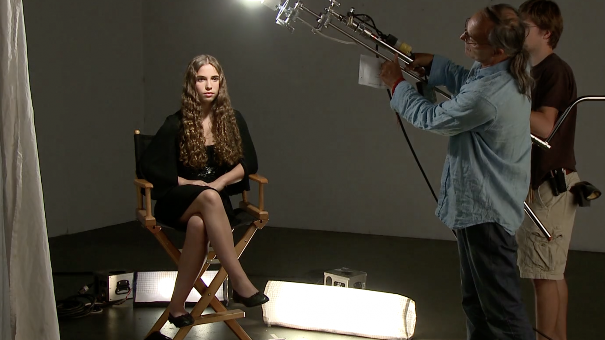 Watch: You Can Light a Movie with a Single Lightbulb