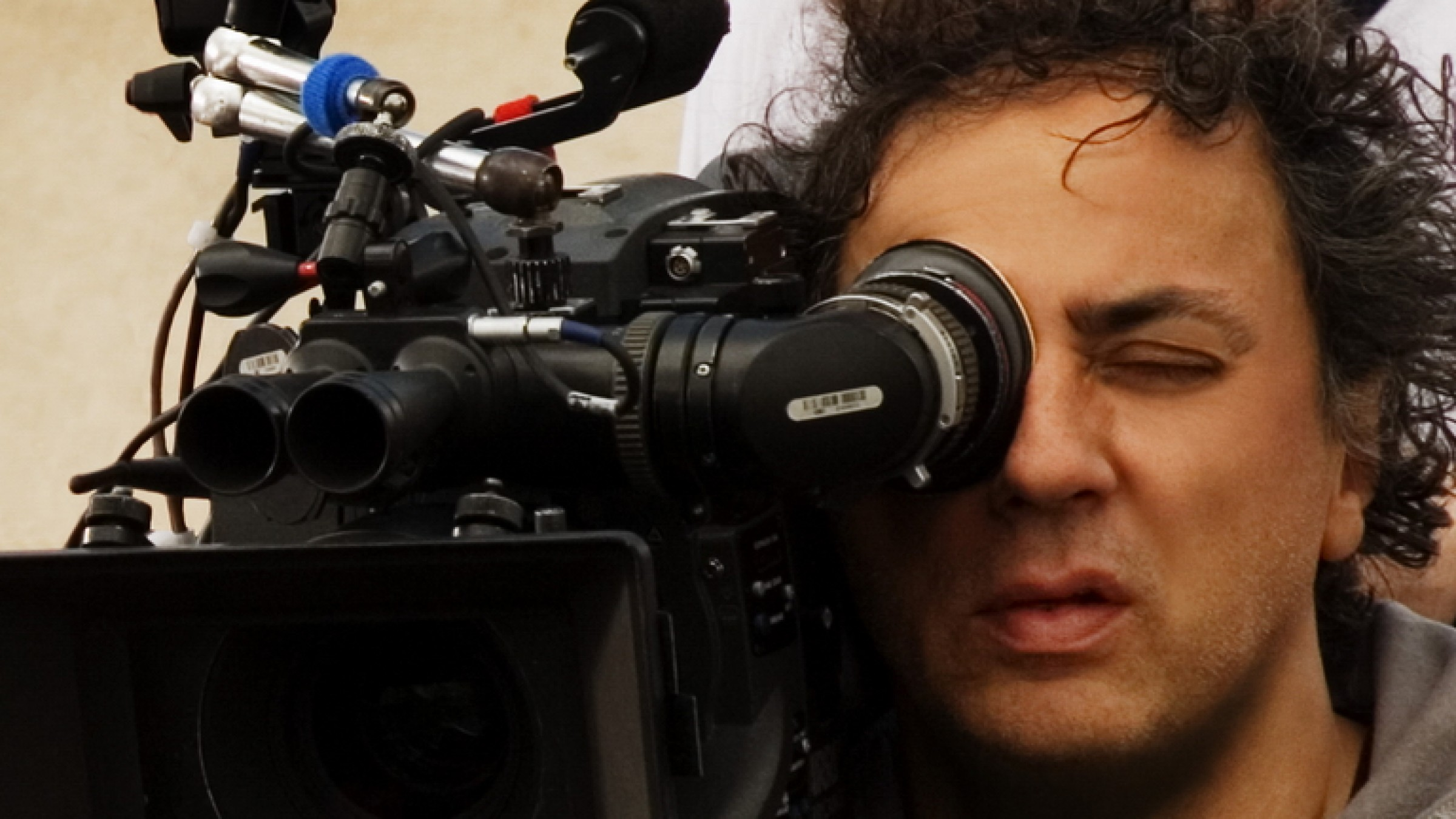 Legendary DP Darius Khondji Has Some Great Advice for Cinematographers on a Budget